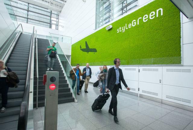 Wandbeklebung am Frankfurter Flughafen